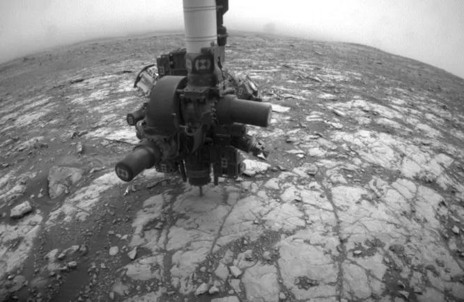 Марсоход «Кьюриосити» наткнулся на что-то похожее на цемент