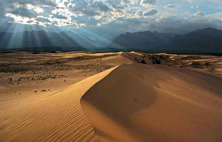 Чарские Пески: самая удивительная пустыня на Земле