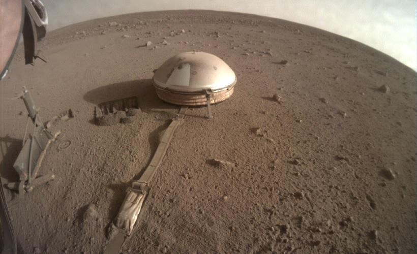 Два сильных марсотрясения зафиксировала станция InSight