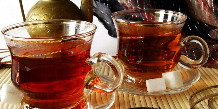 В чем опасность чая, рассказали эксперты