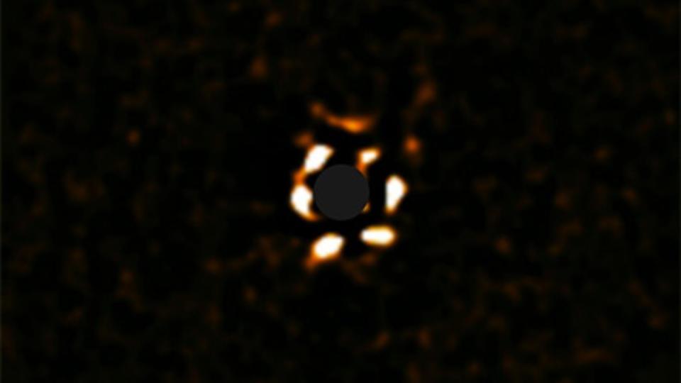 Астрономы запечатлели загадочную гигантскую планету