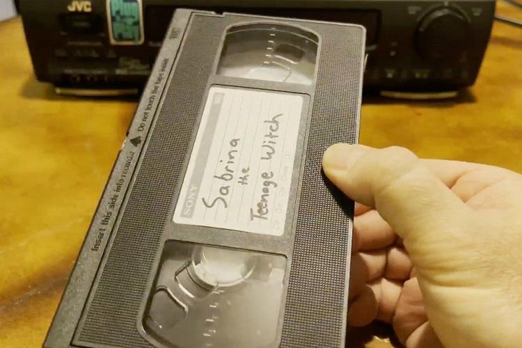 Женщина несмогла сменить фамилию из-за видеокассеты