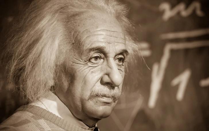 Художница омолодила Альберта Эйнштейна и влюбила в него Сеть