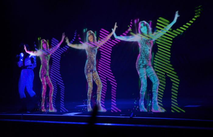 Как оживляют умерших звёзд на голографических концертах