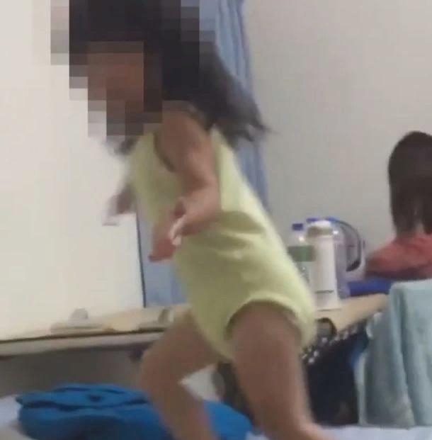 Мужчина пришел в ужас, когда на видео с дочерью увидел «безликую» фигуру