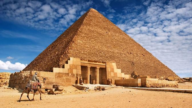 В пирамиде Хеопса спрятан внеземной артефакт, сообщил известный уфолог