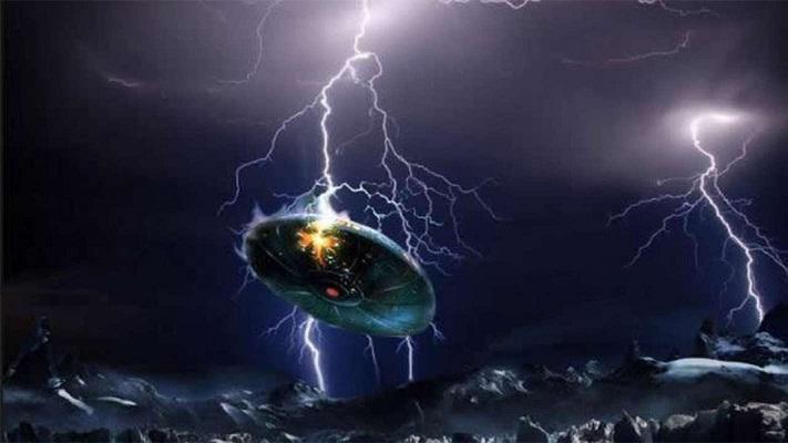 Большой НЛО запечатлели над Лас-Вегасом во время грозы (ВИДЕО)