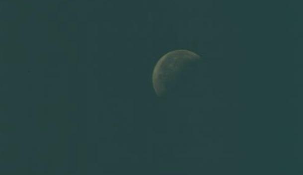 Три гигантских НЛО обнаружили возле Луны на снимках NASA