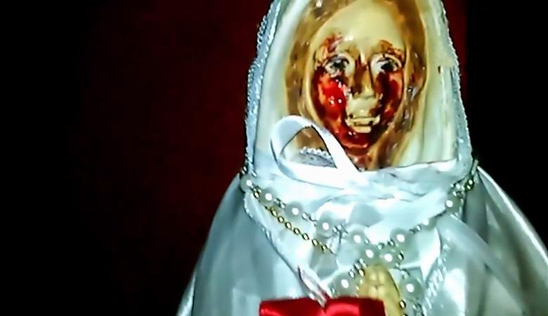 У статуи Девы Марии в Аргентине появились кровавые слезы