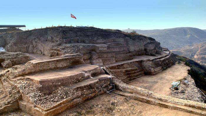 В Китае нашли огромную древнюю пирамиду