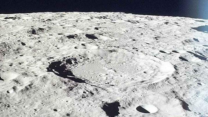 В тенях от неровностей на Луне может скрываться водяной лед