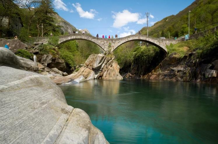 Самая чистая и безжизненная река находится в Швейцарии