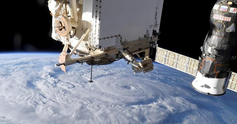 Космонавты обнаружили утечку воздуха на МКС с помощью пакетика чая