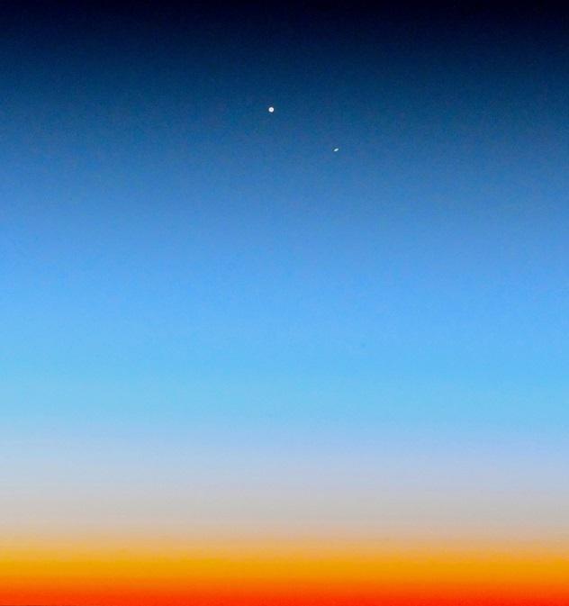 Космонавт сфотографировал великое сближение Юпитера и Сатурна