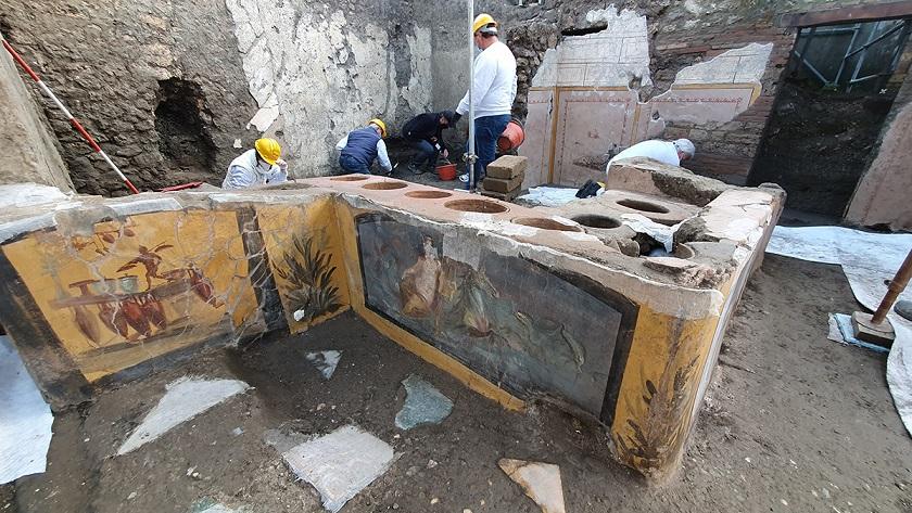Археологи в Помпеях раскопали древнюю «закусочную»