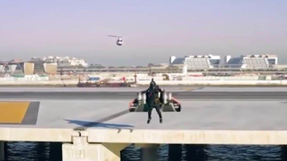 Ищет даже ФБР: неопознанный летающий объект в небе напугал американцев