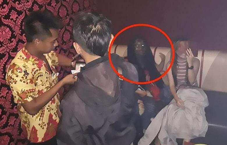 Индонезийская полиция сфотографировала вампиршу