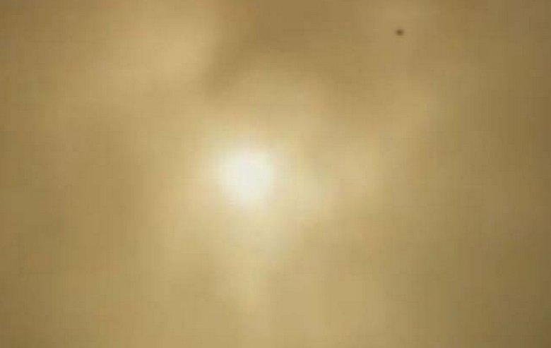 Очень яркий таинственный свет в небе вызвал панику в колумбийском городе