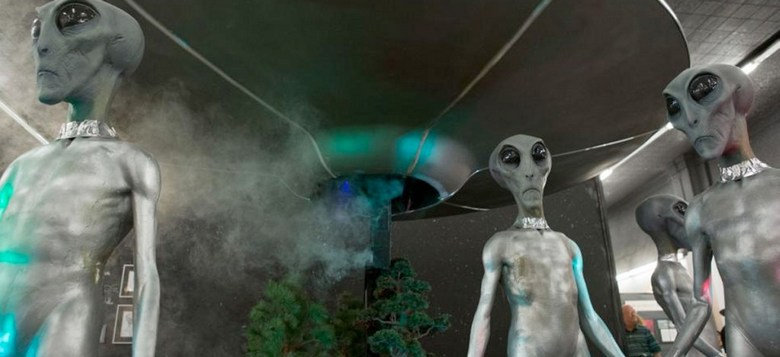 Два НЛО запечатлелись в прямом эфире телеканала KOIN 6 News