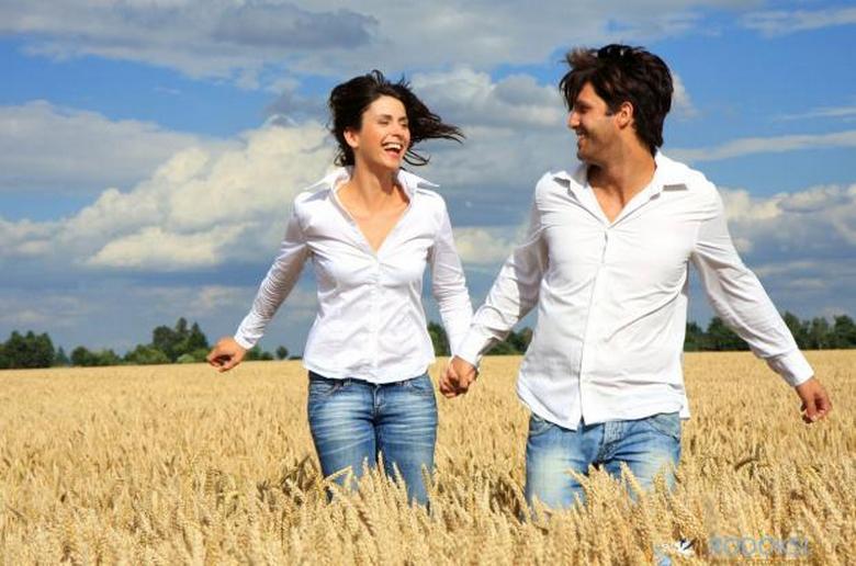 Супруги, прожившие долгое время вместе, становятся похожими друг на друга