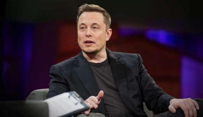 Илон Маск заявил, что Нил Армстронг - инопланетянин