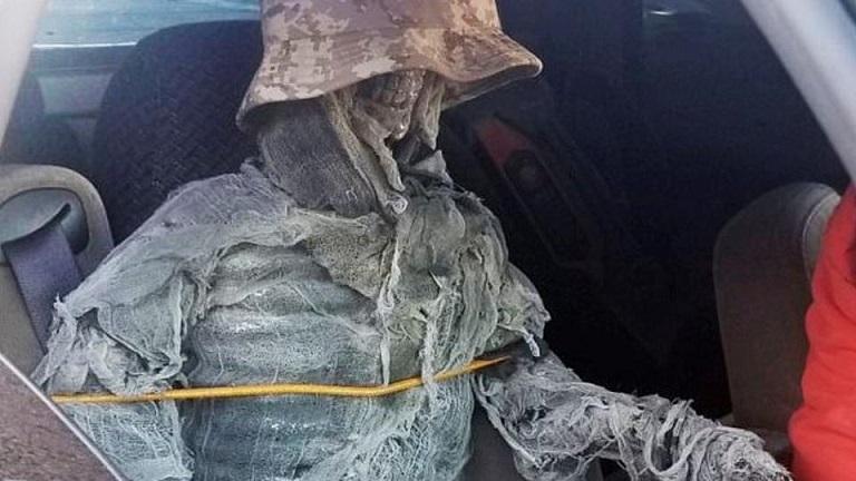 Скелет вместо пассажира: водитель нашел способ не платить штрафы