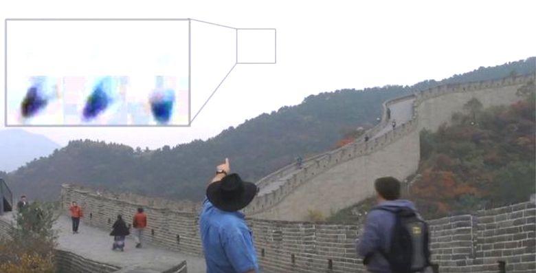 Над Великой китайской стеной сняли на видео загадочную структуру