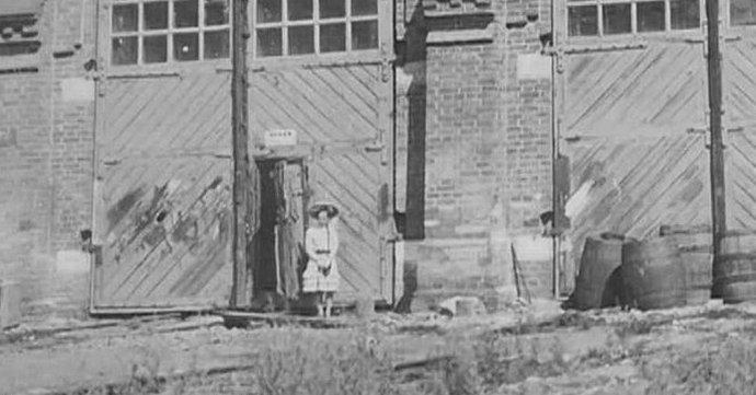 Девочка-привидение начала прошлого века