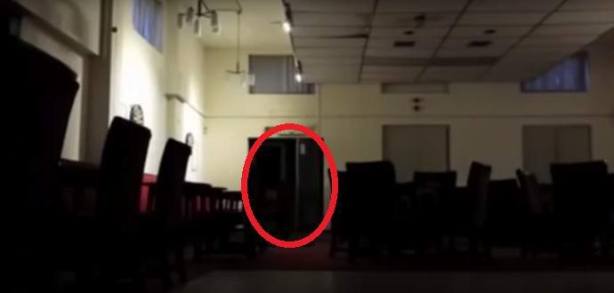 В английском общественном центре проказничает призрак подростка