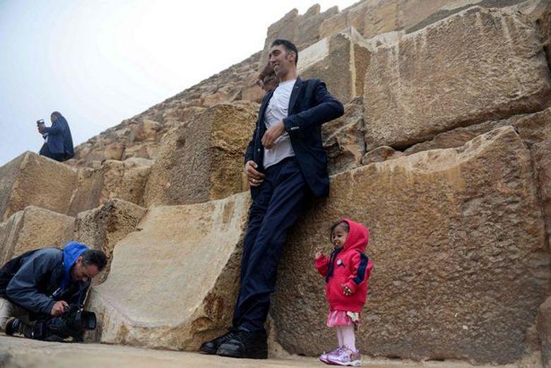 Самый высокий мужчина и самая маленькая женщина в мире наконец-то встретились