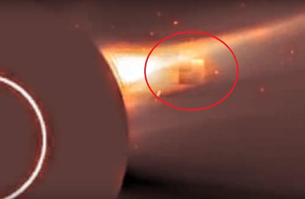 Возле Солнца снова увидели странный объект в виде куба