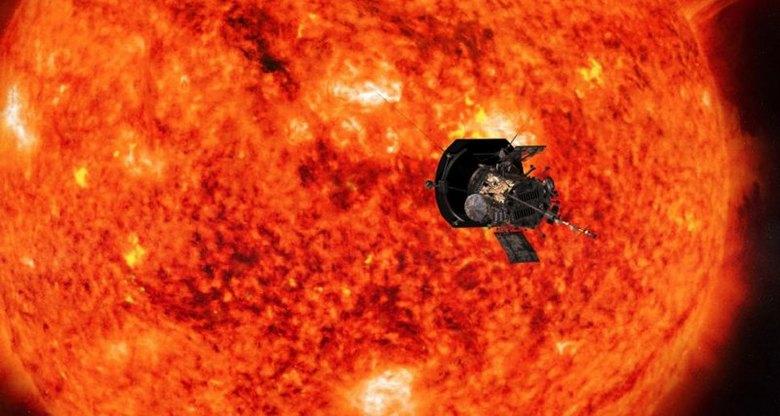 Изучение Солнца постоянно выявляет странные НЛО возле него