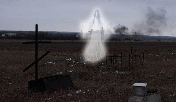Белый призрак промелькнул перед камерой наблюдения (2 фото + видео)