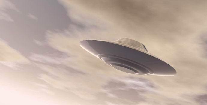 Англичанка случайно сфотографировала летающую тарелку