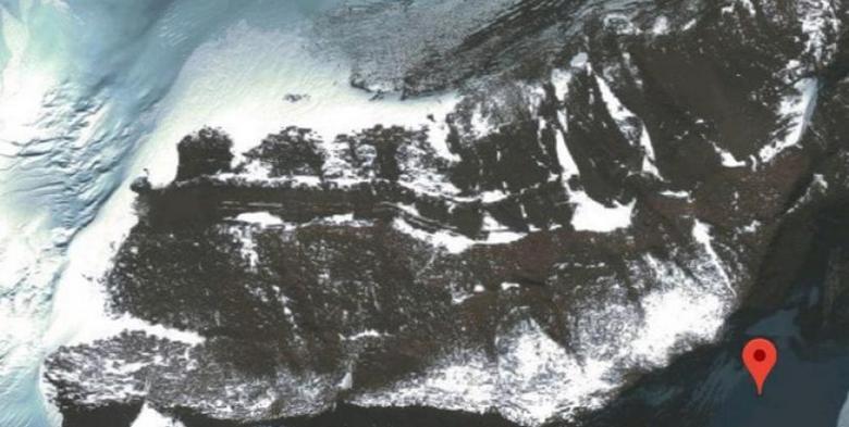 В Антарктиде тающие льды приоткрыли участок автодороги и мост