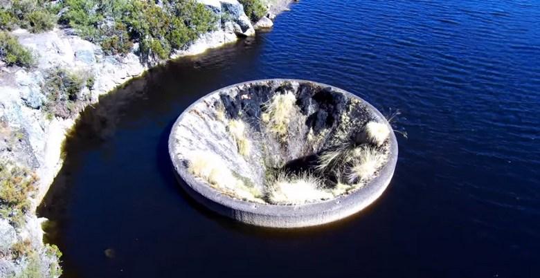 Странная «дыра» в озере имеет вполне простое объяснение
