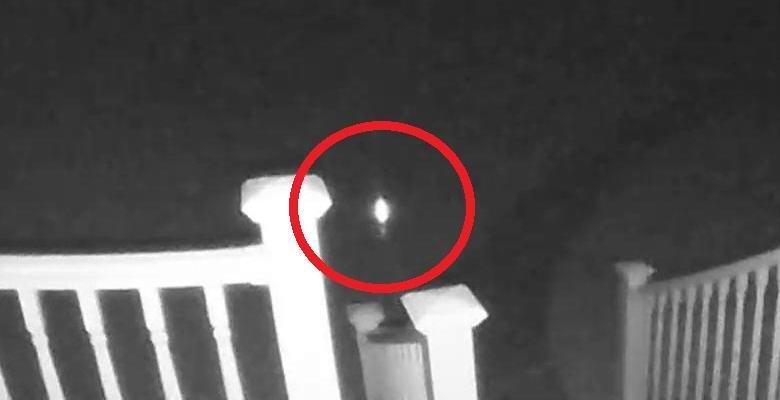 Загадочный блуждающий огонь попал на камеру наблюдения