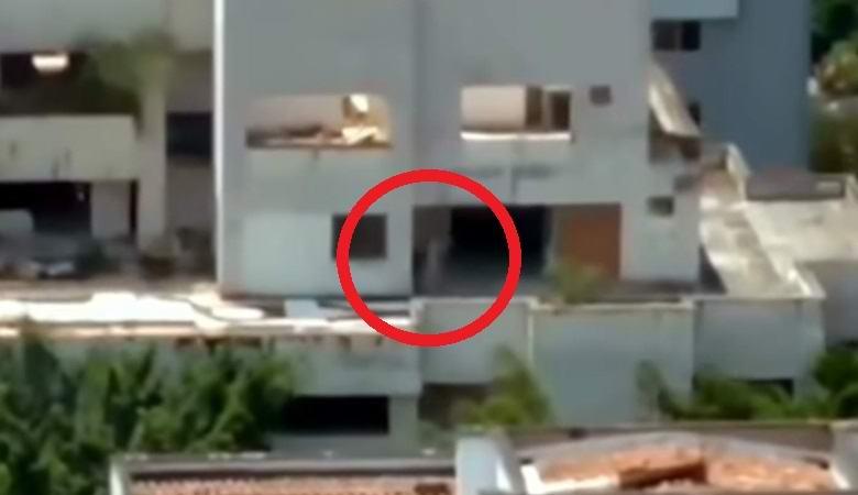 Призрачная фигура промелькнула в здании прямо перед тем, как его снесли