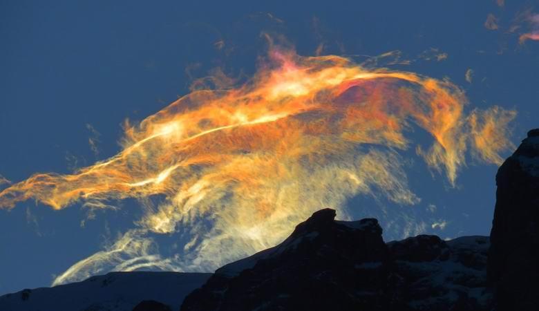 Поразительное сияние возникло в небе над Румынией