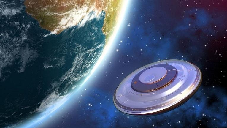 Флотилия НЛО возле Земли наблюдает, как человечество борется с вирусом?