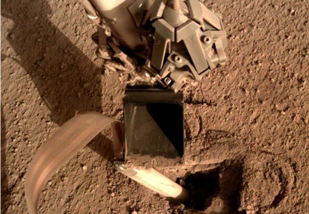 Застрявший на Марсе ровер ударил себя лопатой, чтобы освободиться (ВИДЕО)