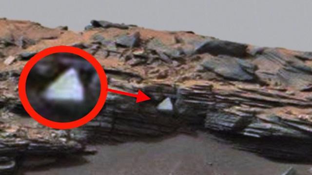 Треугольный белый объект обнаружил уфолог на Марсе