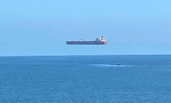 Эксперт объяснил появление «летающего» корабля у берегов Фалмута
