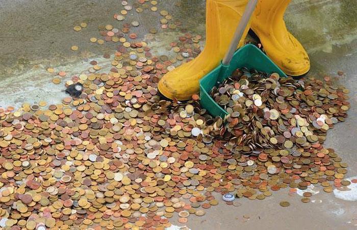 Из знаменитого фонтана достали очередной денежный куш