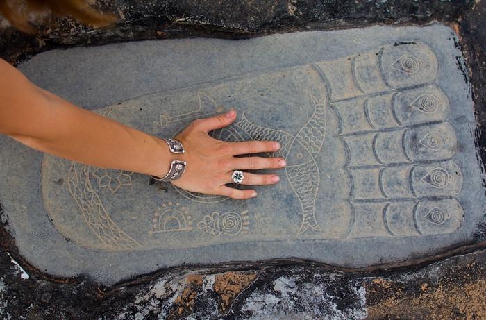 Найден еще один отпечаток стопы Будды? (2 фото)