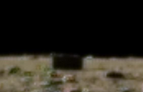 На снимке Луны исследователи увидели прямоугольное строение
