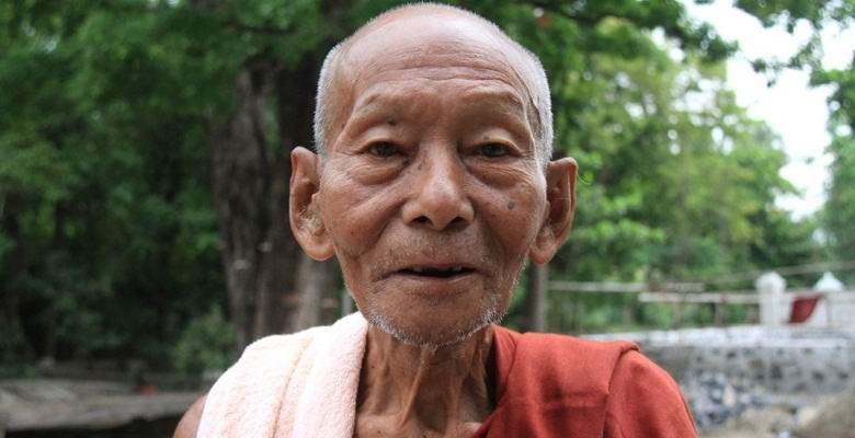 О таиландской девочке, родившейся с талисманом в руке