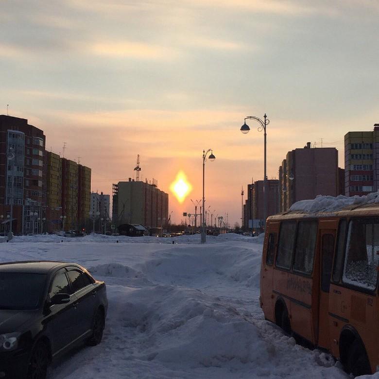 Жители Нового Уренгоя наблюдали в небе ромбовидное солнце