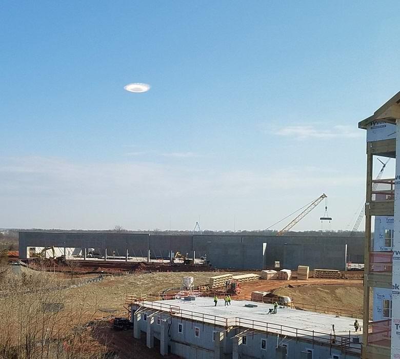 Белоснежную «летающую тарелку» сфотографировали в Виргинии