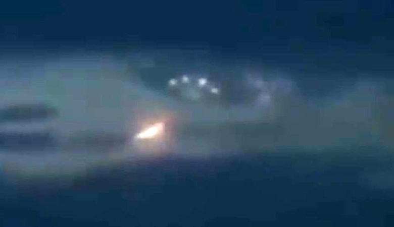 Светящийся «инопланетный червь» и «летающая тарелка» попали на видео